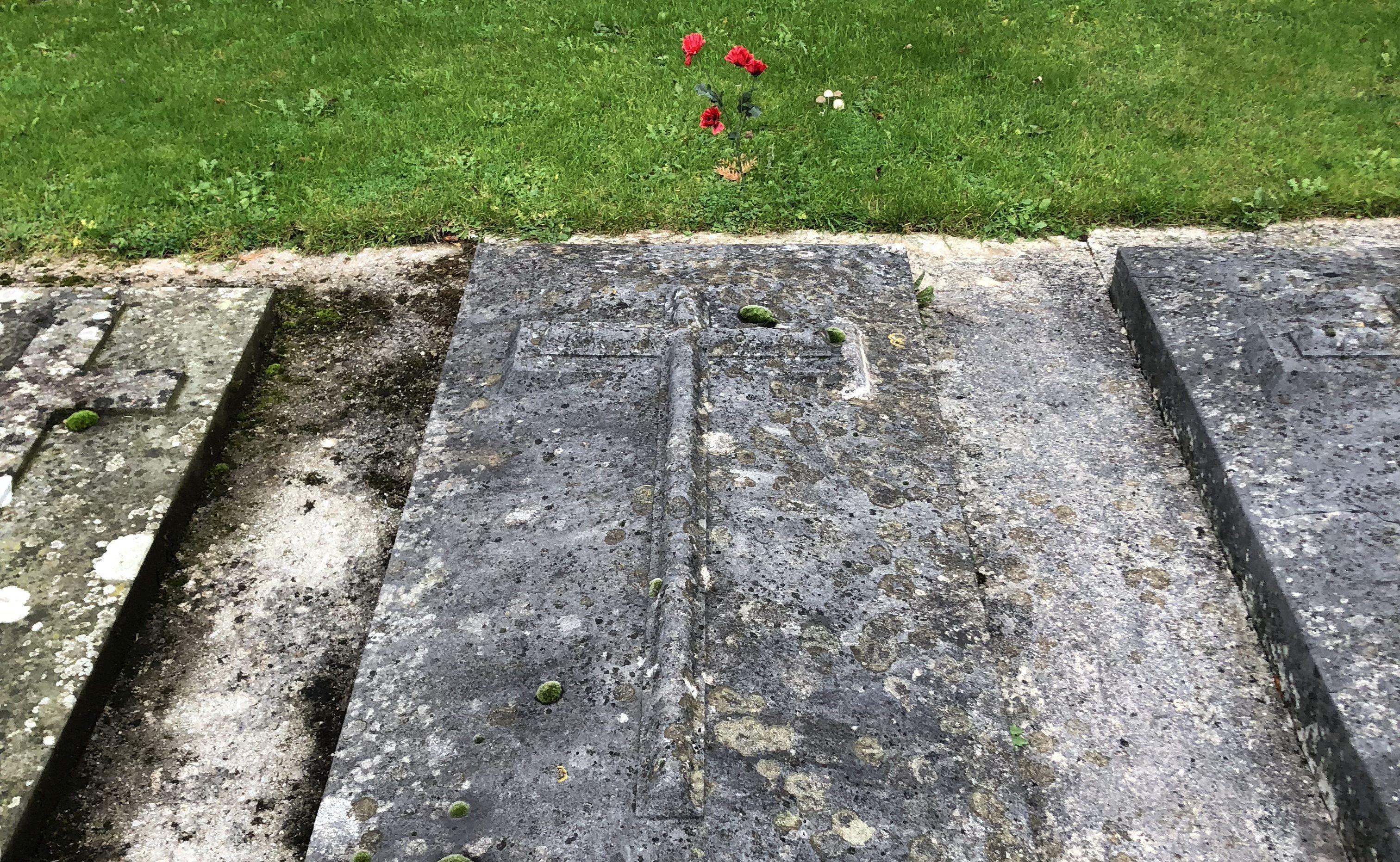 Armistice grave