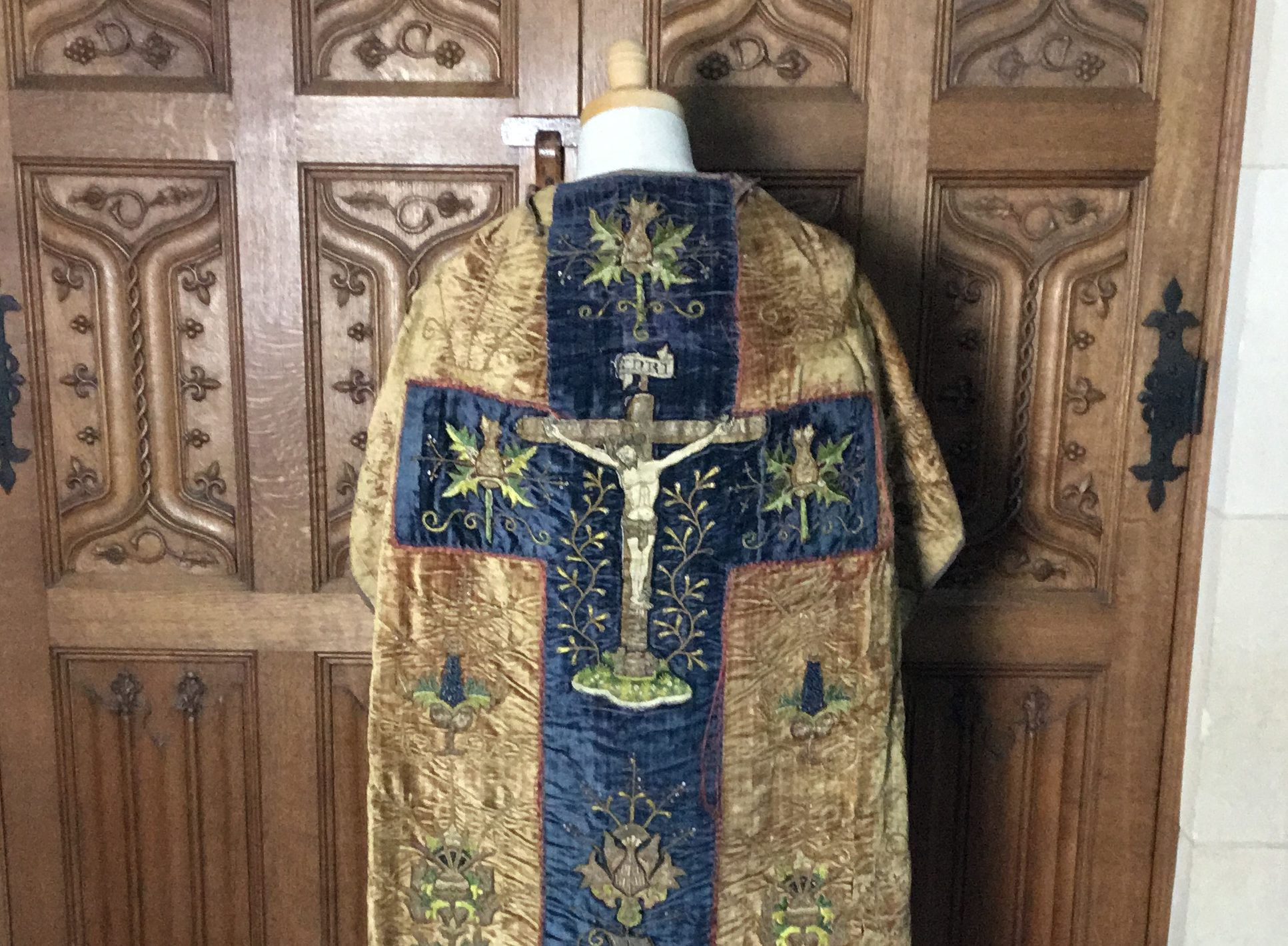 Cape with embroidered Jesus on the cross