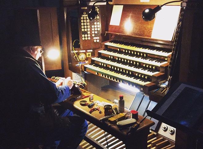 Repairing the compton organ